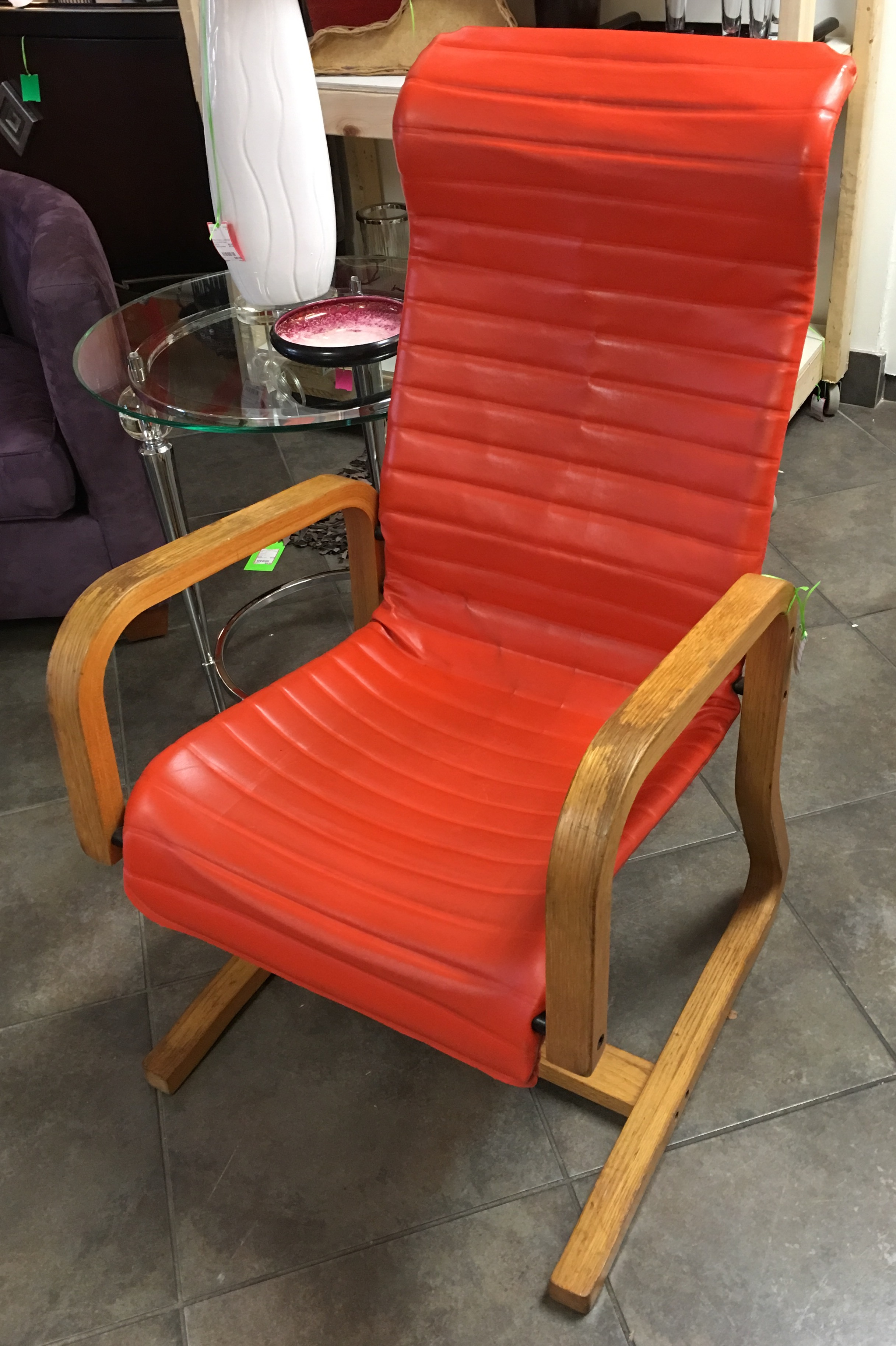 Consignment furniture consignment furniture orange chair for Furniture consignment