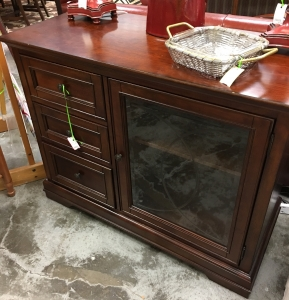 black-friday-small-business-saturday-louisville-wood-cabinet