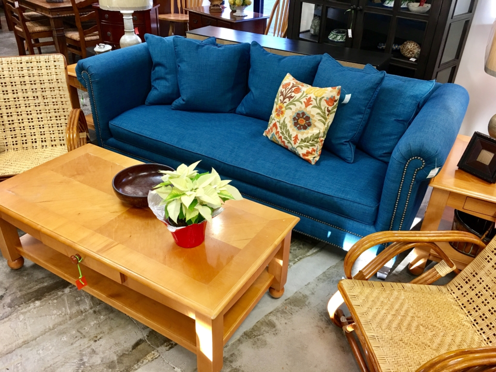 Eyedia shop eyedia shop consignment furniture for Blue couches for sale