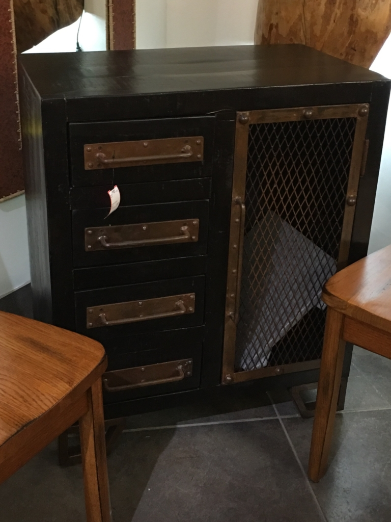Quality consignment furniture and home decor eyedia shop for Cheap kitchen cabinets louisville ky